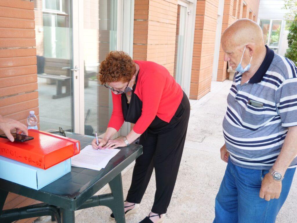 """Casa famiglia Nocera Umbra, Pavanelli (M5S) """"Contro lo sfratto ho istituito qui il mio ufficio parlamentare"""""""