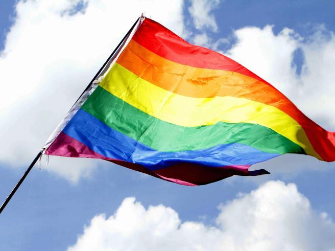Coppia gay aggredita: M5s, promuovere cultura rispetto